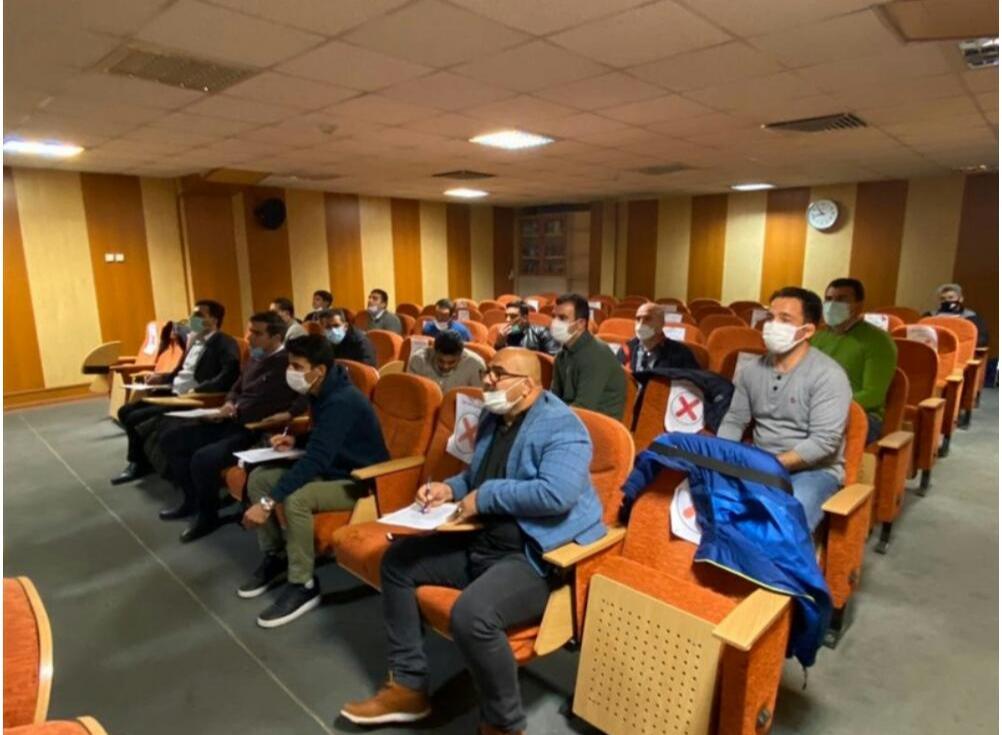 با حضور داوران متقاضی برای شرکت در کلاس های ارتقاء درجات اتحادیه جهانی کشتی: آزمون گزینشی به جهت اولویت بندی در اعزام برگزار شد/حضور داور بین المللی هم استانی در آزمون گزینشی اتحادیه جهانی کشتی